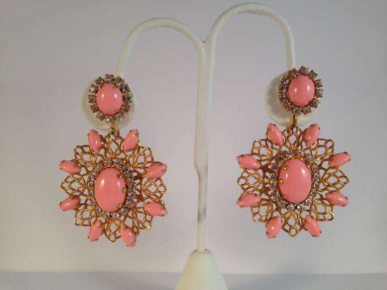 Amazing 1960s Kenneth Jay Lane Pink Chandelier Earrings In Excellent Condition For Sale In Chicago, IL