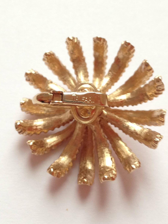 1960s pink trifari flower clip on earrings at 1stdibs