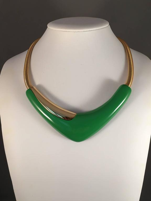 1970s Monet Modernist Necklace Green Lucite In Excellent Condition For Sale In Chicago, IL