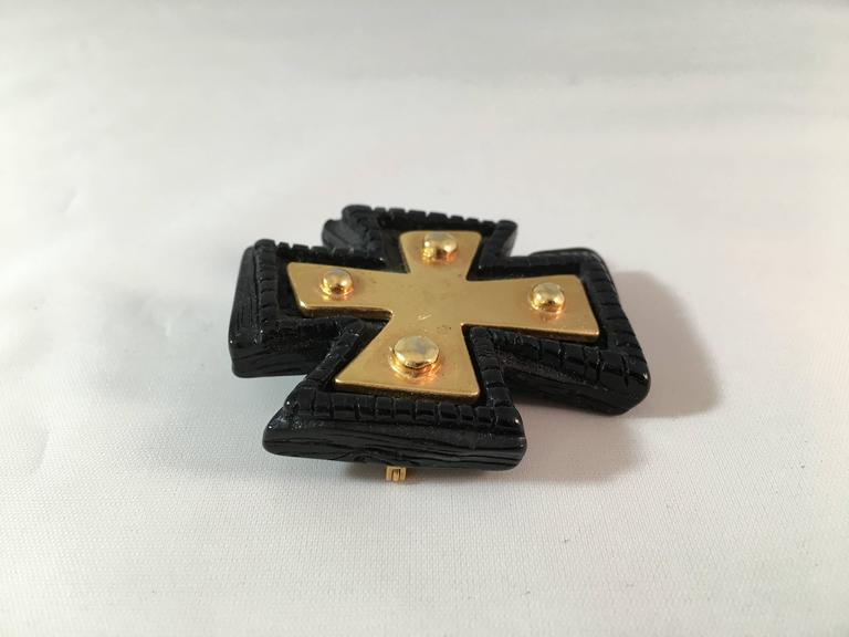 1980s Christian LaCroix Black and Gold Cross Brooch In Excellent Condition For Sale In Chicago, IL