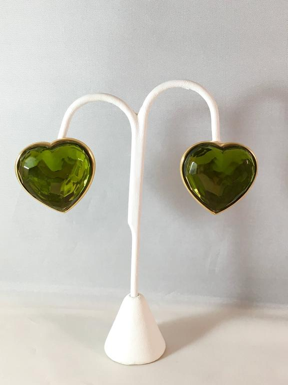1980s Yves Saint Laurent Green Glass Heart Clip On Earrings In Excellent Condition For Sale In Chicago, IL