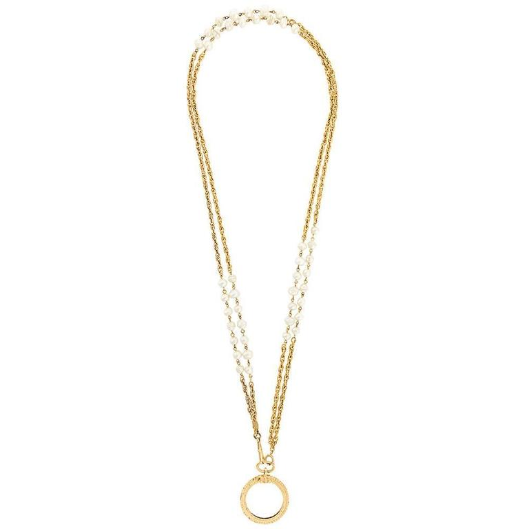 Chanel long magnifying glass baroque pearls pendant 1984 For Sale
