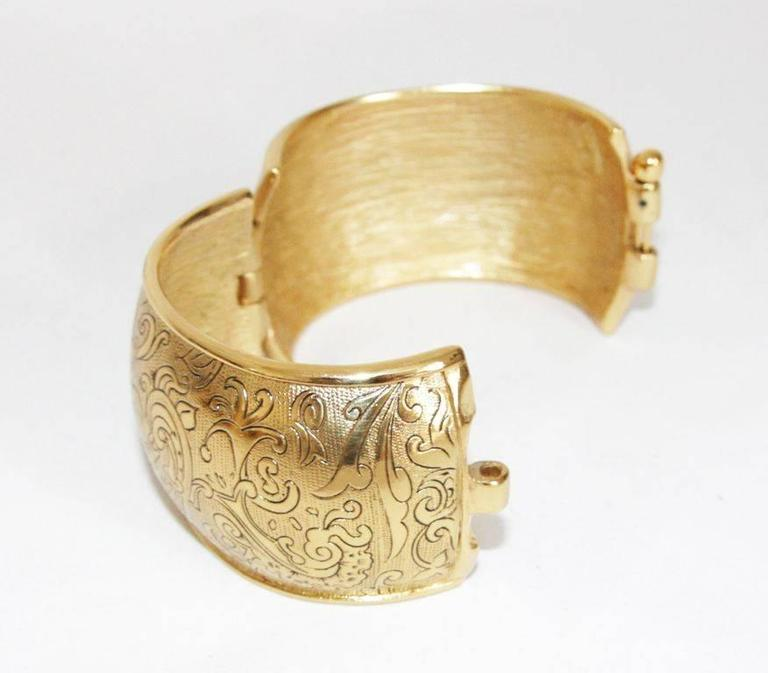 Gorgeous & collectable YSL vintage arabesque 80s bracelet In Excellent Condition For Sale In Verviers, BE