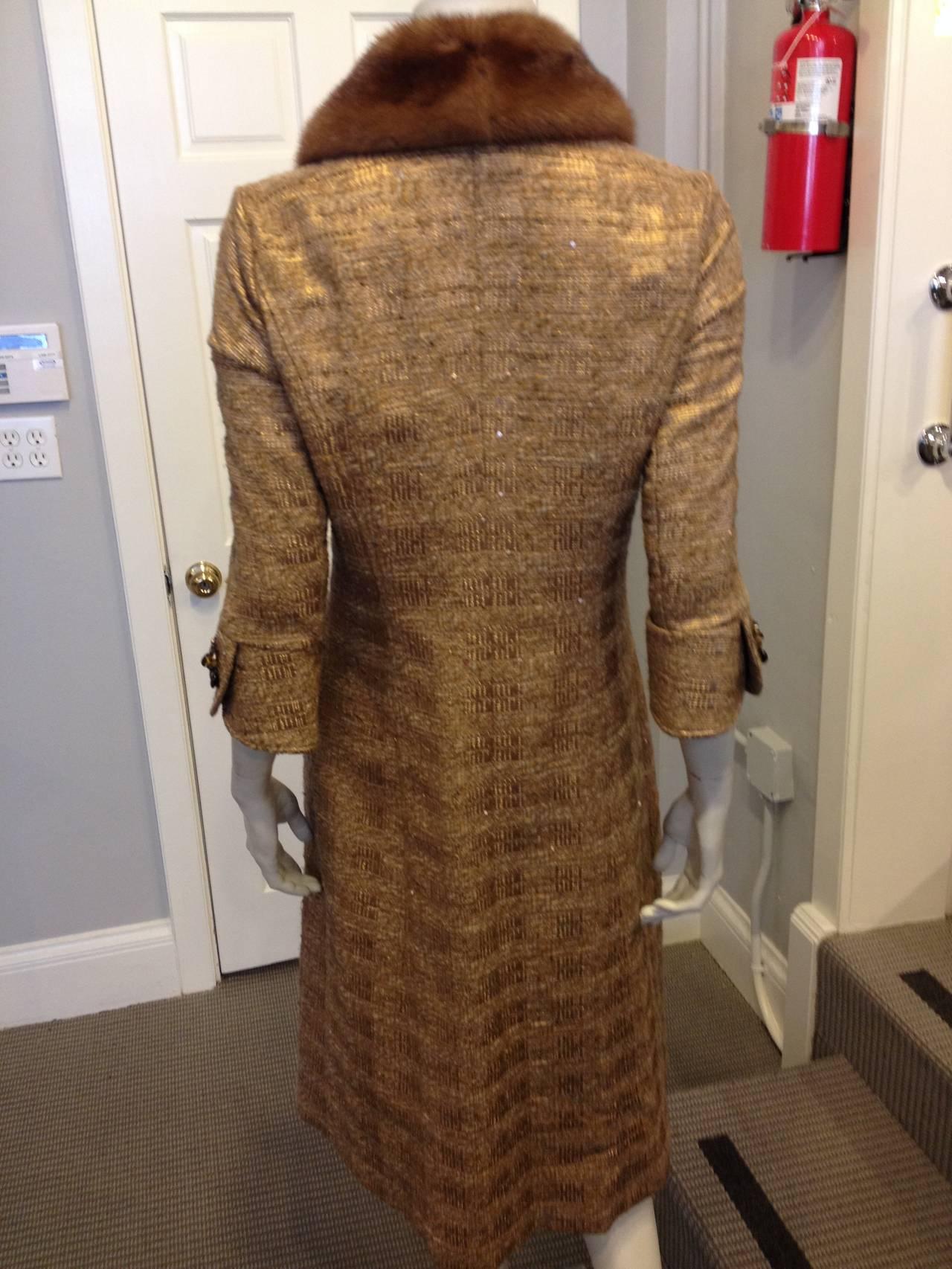 Carolina Herrera Gold Tweed Coat with Fur Collar In Excellent Condition For Sale In San Francisco, CA
