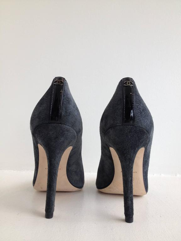 Chanel Grey Suede Cap-Toe Pumps In New Never_worn Condition For Sale In San Francisco, CA
