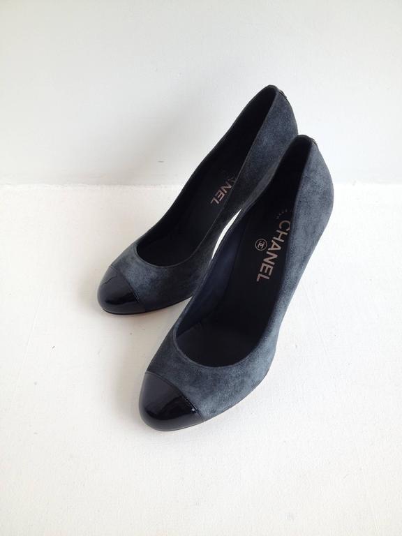 Black Chanel Grey Suede Cap-Toe Pumps For Sale