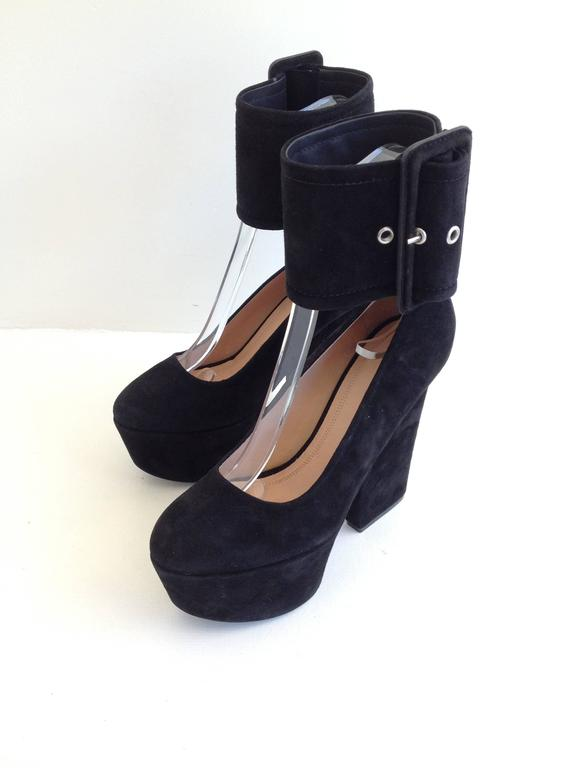 Celine Black Suede Platform Heels with Ankle Strap Size 37 (6.5) In New Condition For Sale In San Francisco, CA