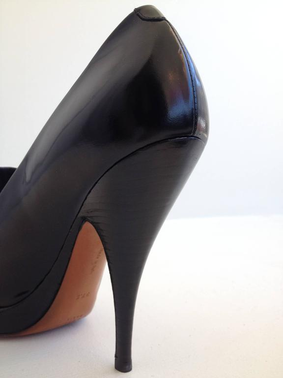 Celine Black and White Pumps Size 37.5 (7) For Sale 2