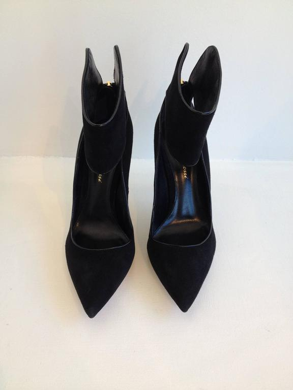 Gorgeous Gianvito Rossi pumps. Black suede body with glossy piping around edges. Four inch heel, pointy toe, ankle cuff, zipper at back.