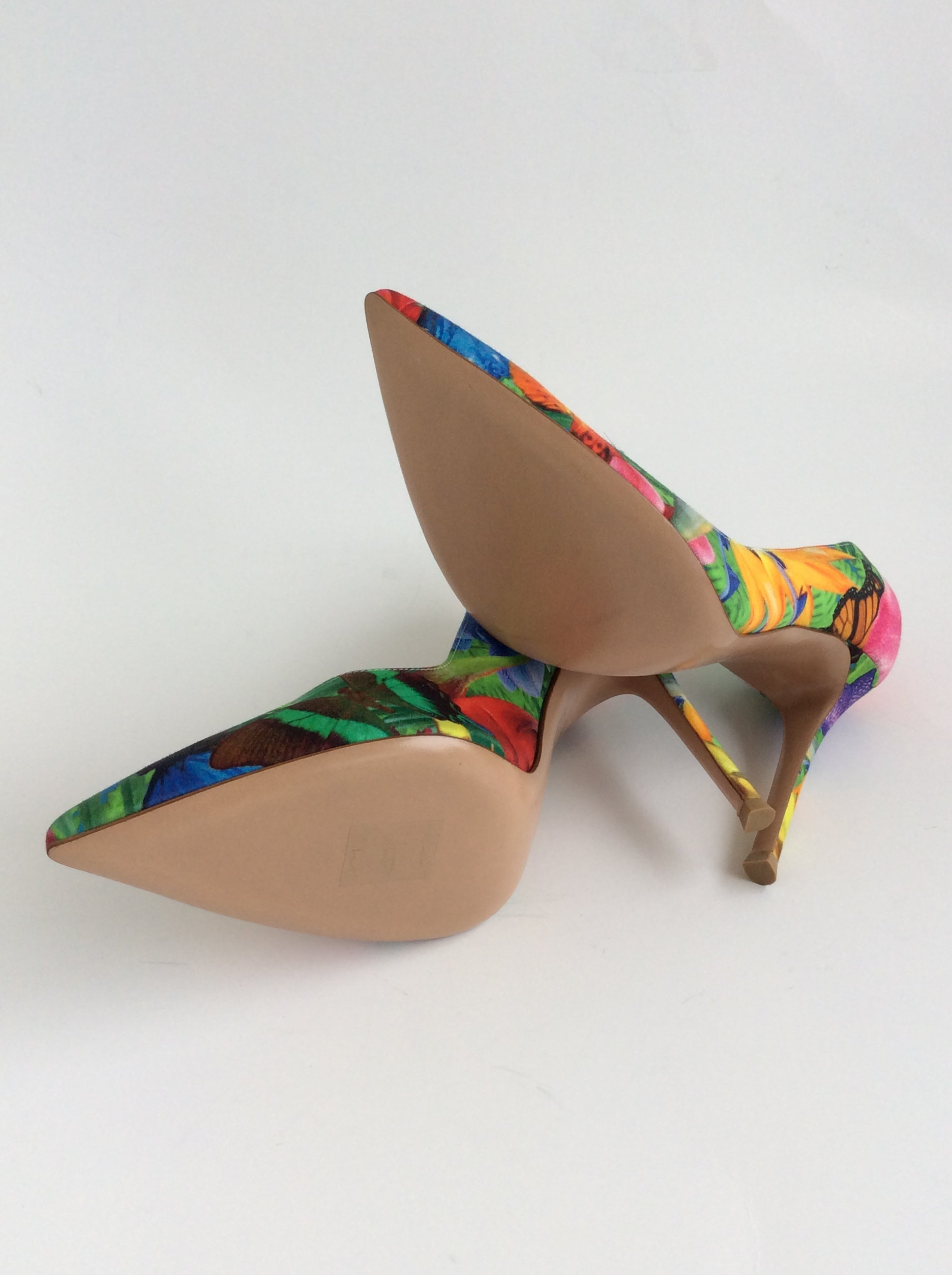 43ca9bd74af6 Gianvito Rossi Bright Tropical Print Pointed Toe Canvas Pumps For Sale at  1stdibs