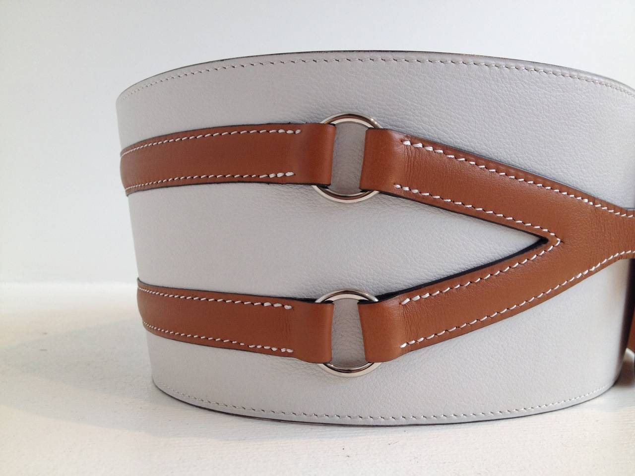 Make any outfit special with this amazing belt - made with the most beautiful leather and hardware and the impeccable craftsmanship that Hermes is known for, this piece is extremely luxurious. The wide cream leather is striped with two thinner