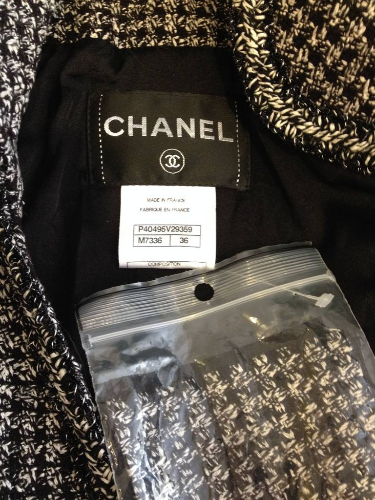 Chanel Black and White Tweed Fitted Jacket 6