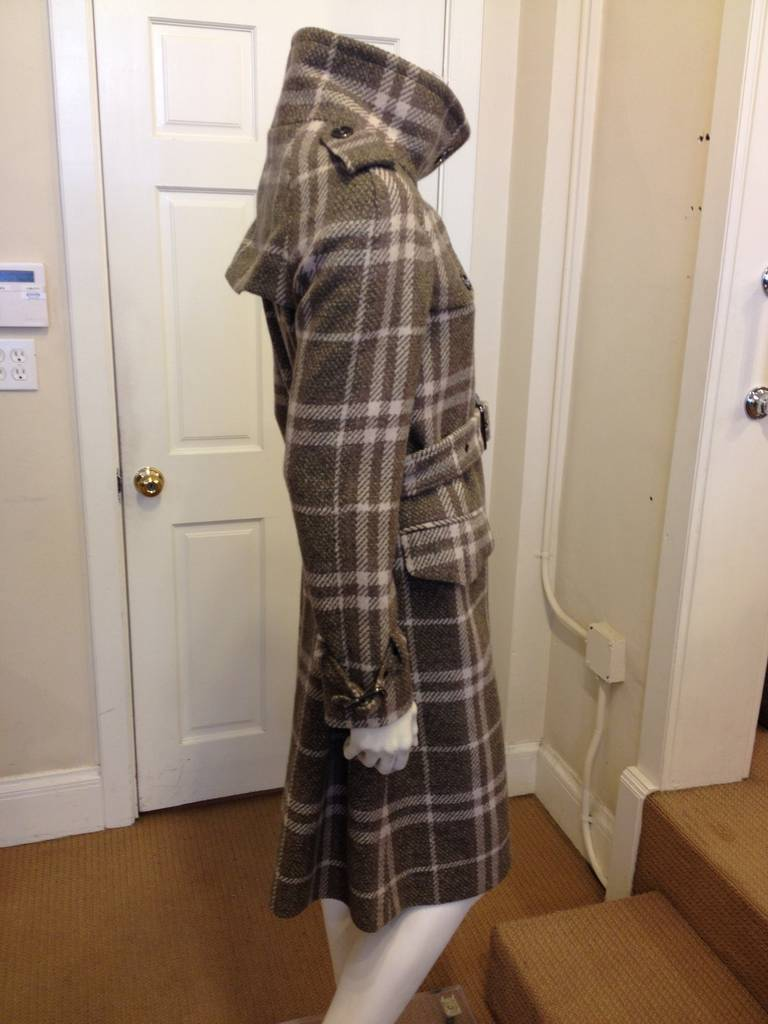 Burberry Olive and Cream Plaid Coat In Excellent Condition For Sale In San Francisco, CA