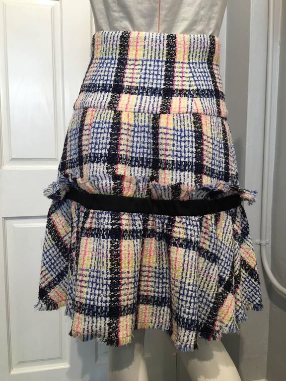 Chanel Multi-color Tweed Skirt size 38 (6) In Excellent Condition For Sale In San Francisco, CA