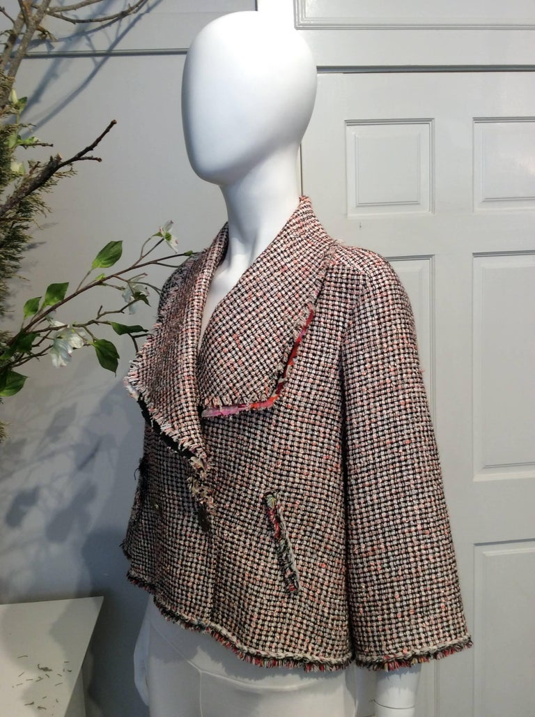 Gray Chanel Pink, White, Black Tweed Fringe A-Line Jacket w/ Gold Buttons Sz34/Us2 For Sale
