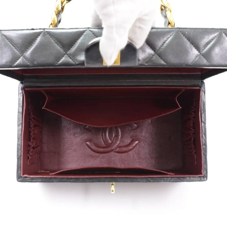 Vintage Chanel Vanity Black Quilted Leather Large Cosmetic Hand Bag 10