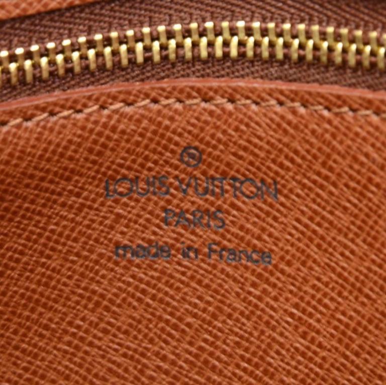Louis Vuitton Saint Cloud Monogram Canvas Shoulder Bag For Sale 3