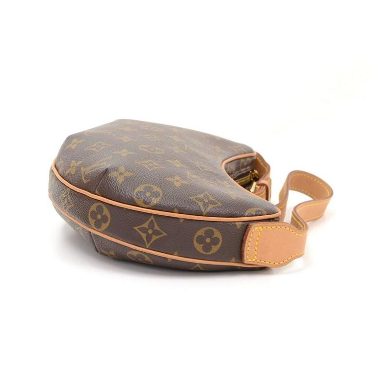 Women's Louis Vuitton Pochette Croissant Monogram Canvas Shoulder Handbag For Sale