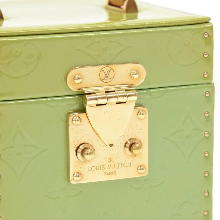 Louis Vuitton Bleeker Green Vernis Leather Cosmetic Case HandBag For Sale 3