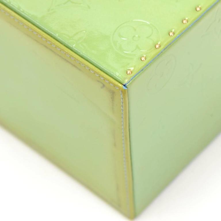 Louis Vuitton Bleeker Green Vernis Leather Cosmetic Case HandBag For Sale 2