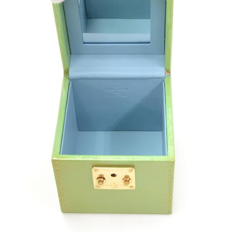 Louis Vuitton Bleeker Green Vernis Leather Cosmetic Case HandBag For Sale 5
