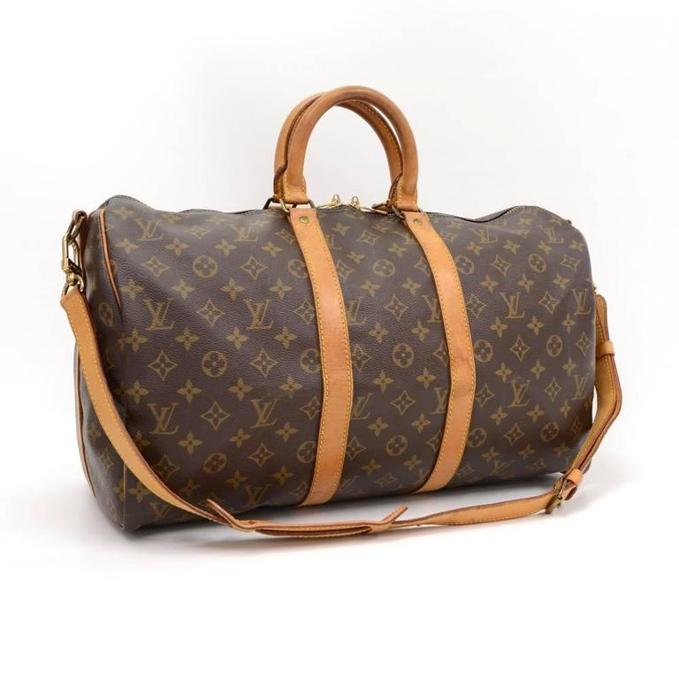 Louis Vuitton Keepall Bandouliere 45 a classic from the Louis Vuitton travel bag collection. This spacious sized version in Monogram canvas and a double zipper for secure and easy access. Great for any trip! 