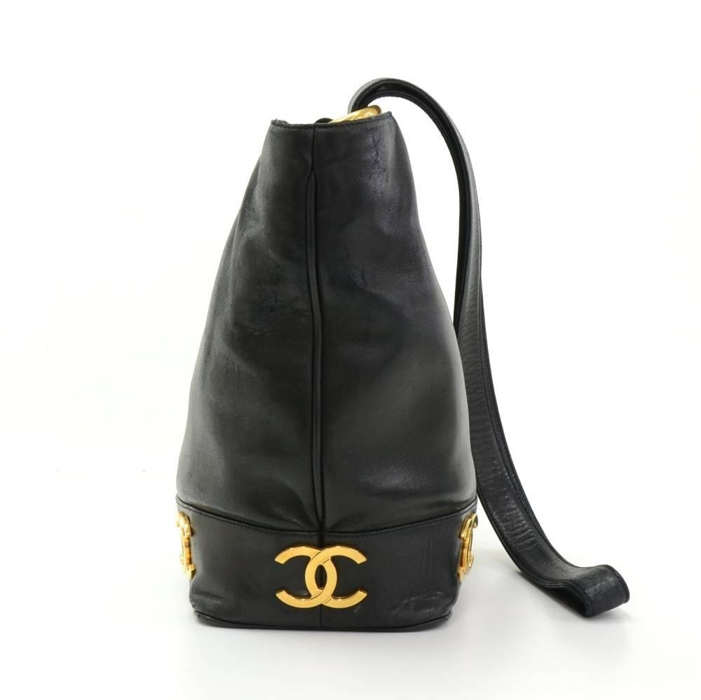 4bbb347b3b40 Chanel Bucket Black Leather Bag. Vintage CHANEL black caviar leather hobo  bucket shoulder bag with golden chain For Sale at 1stdibs