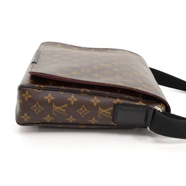 Women's Louis Vuitton District MM Monogram Macassar Canvas Large Messenger Bag For Sale