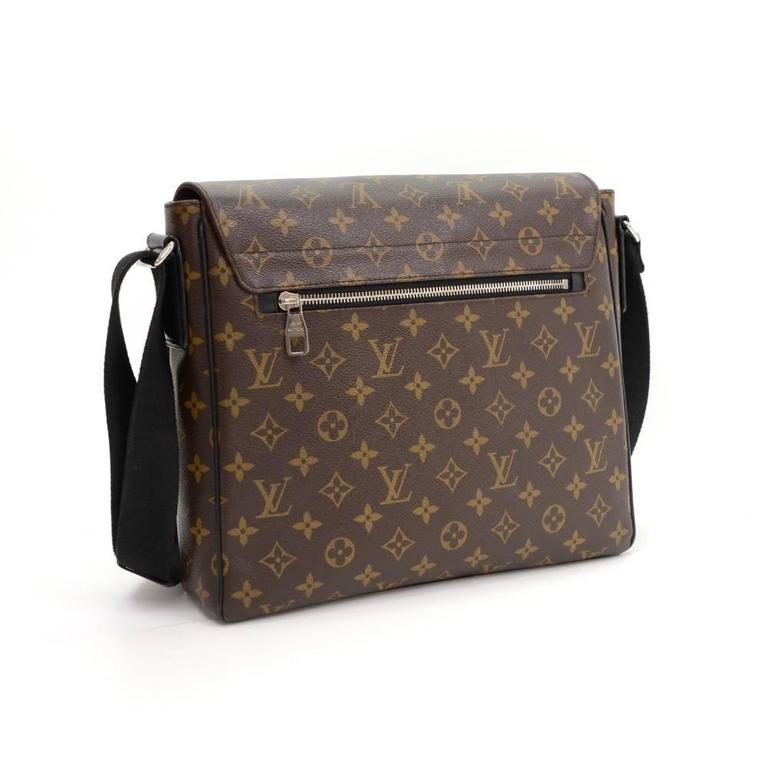 Louis Vuitton District MM Monogram Macassar Canvas Large Messenger Bag In Excellent Condition For Sale In Fukuoka, Kyushu