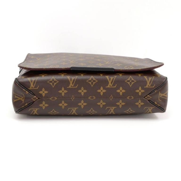 Louis Vuitton District MM Monogram Macassar Canvas Large Messenger Bag For Sale 2