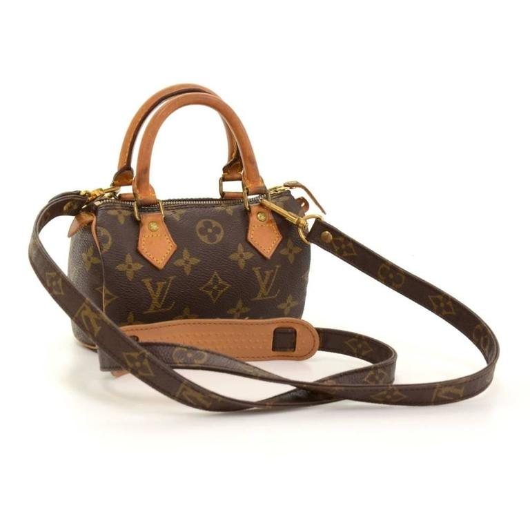Louis Vuitton handbag Mini Speedy Sac HL, one of the most popular line in LV monogram canvas. Brass zipper securing access. Inside is brown lining. Very cute item to have. 