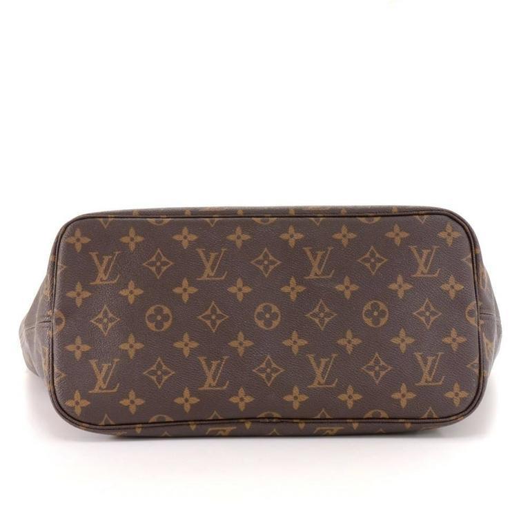 Louis Vuitton Neverfull MM Monogram Canvas Shoulder Tote Bag For Sale 1