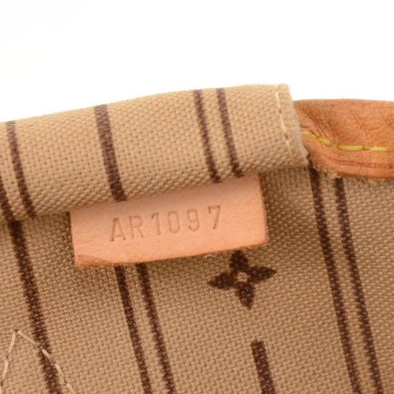 Louis Vuitton Neverfull MM Monogram Canvas Shoulder Tote Bag For Sale 4