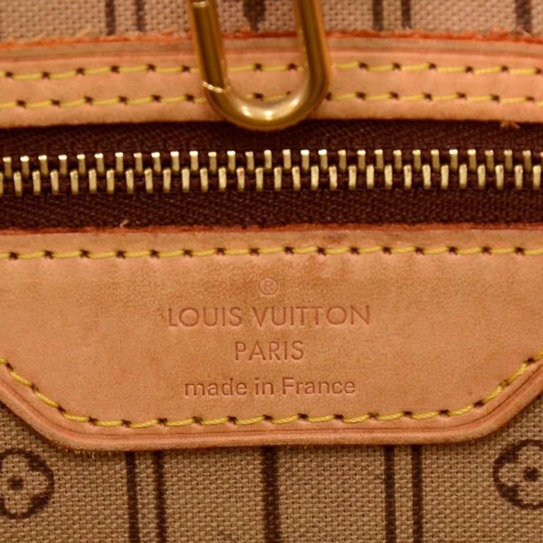 Louis Vuitton Neverfull MM Monogram Canvas Shoulder Tote Bag For Sale 3