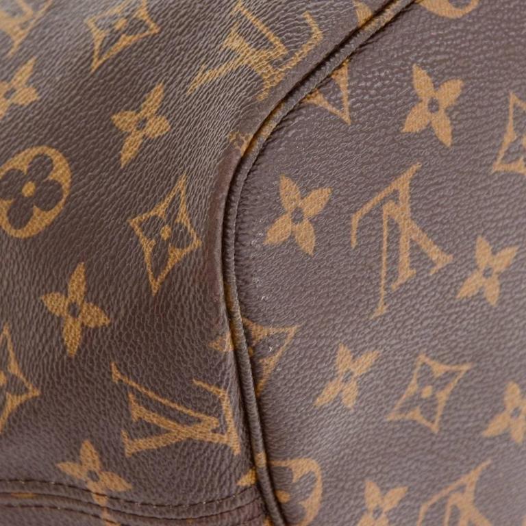 Louis Vuitton Neverfull MM Monogram Canvas Shoulder Tote Bag For Sale 2