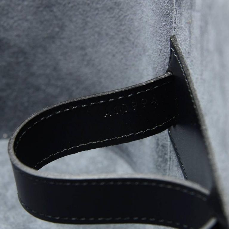 Vintage Louis Vuitton Nice Beauty Black Epi Leather Travel Case + Strap 8