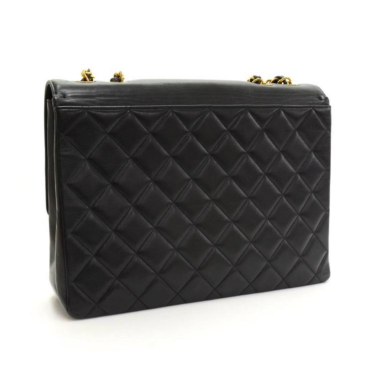 "Vintage Chanel 13"" Maxi Jumbo Black Quilted Leather Shoulder Flap Bag In Excellent Condition For Sale In Fukuoka, JP"