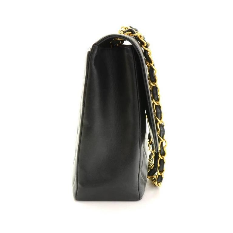 "Women's Vintage Chanel 13"" Maxi Jumbo Black Quilted Leather Shoulder Flap Bag For Sale"