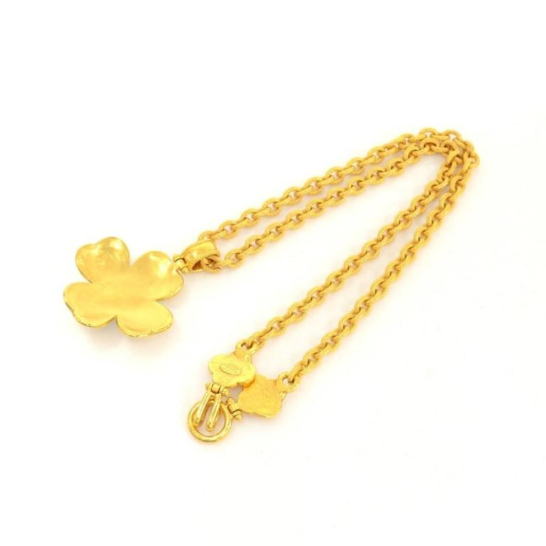Chanel CC Gold Tone Flower Motif Pendant Necklace In New Never_worn Condition For Sale In Fukuoka, Kyushu