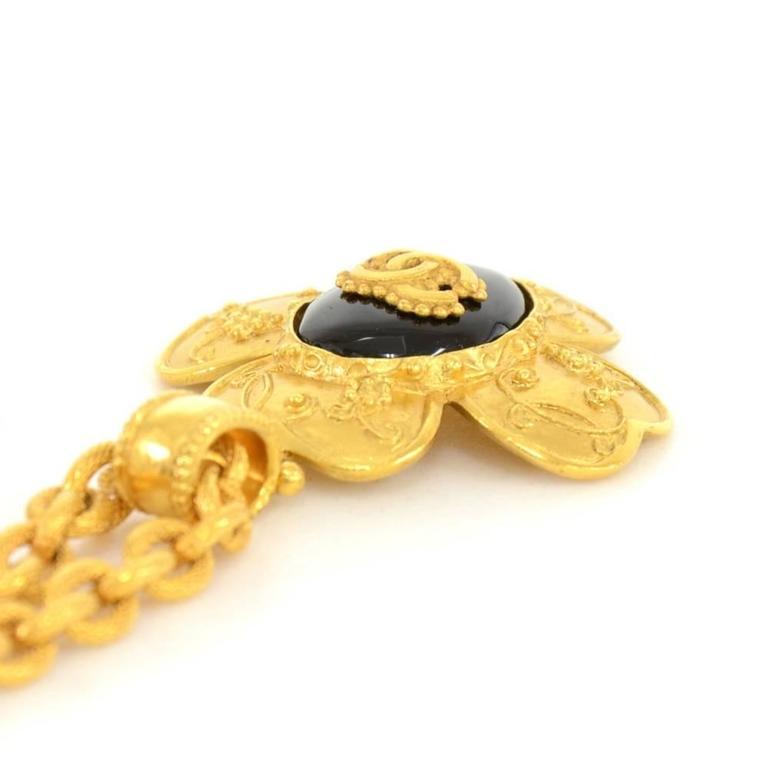 Chanel CC Gold Tone Flower Motif Pendant Necklace For Sale 2
