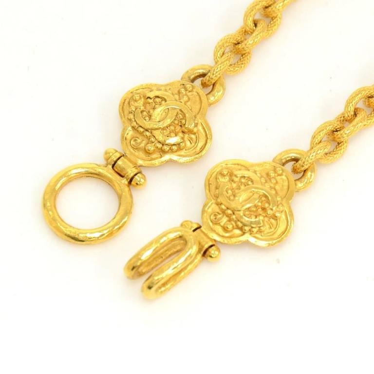 Chanel CC Gold Tone Flower Motif Pendant Necklace For Sale 5