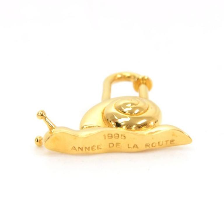 Hermes Annee De La Main Gold Tone Snail Cadena Lock Charm - 1995 Limited  For Sale 3