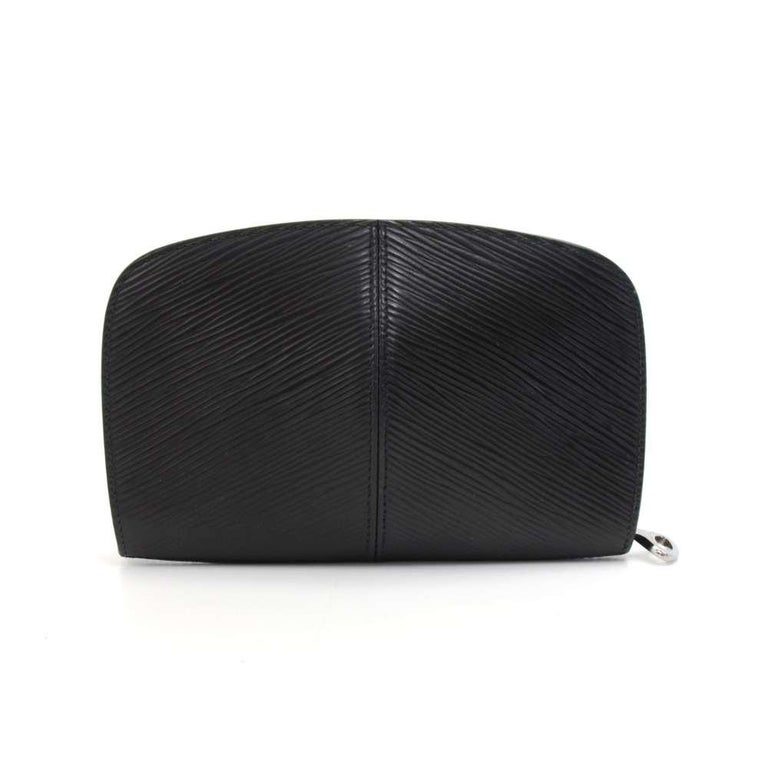 Louis Vuitton zippy purse/coin case in black epi leather. This coin case is embossed Louis Vuitton initial and zipper closure. Inside has 7 card slots and 2 compartments for coins. Very cute! SKU: LP622  Made in: France Serial Number: VI0061 Size:
