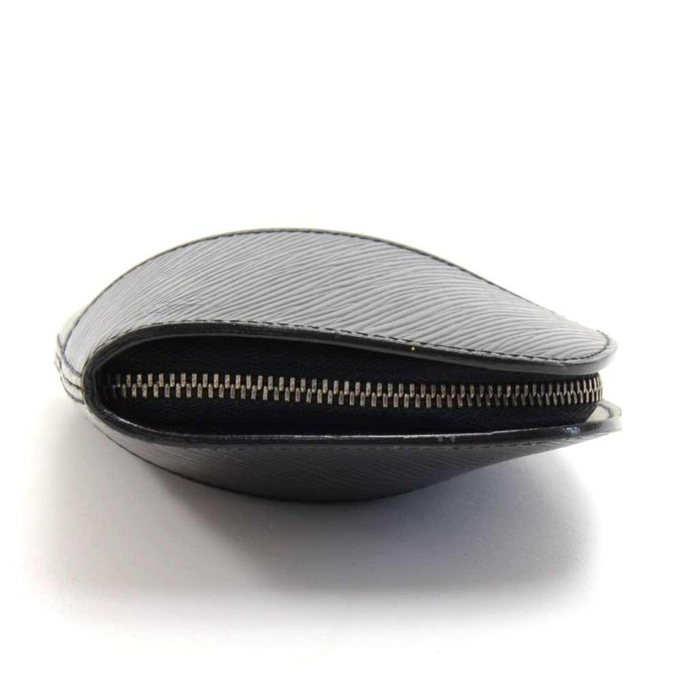 Louis Vuitton Black Epi Leather Demi lune Wallet w/ coin case In Excellent Condition For Sale In Fukuoka, Kyushu