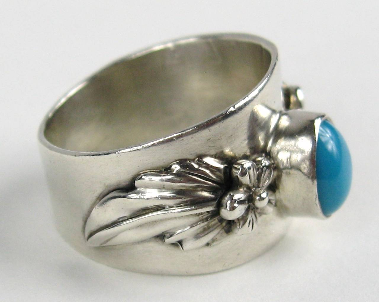 Center Bezel set turquoise stone set in this Carol Felley Ring Size 7.5