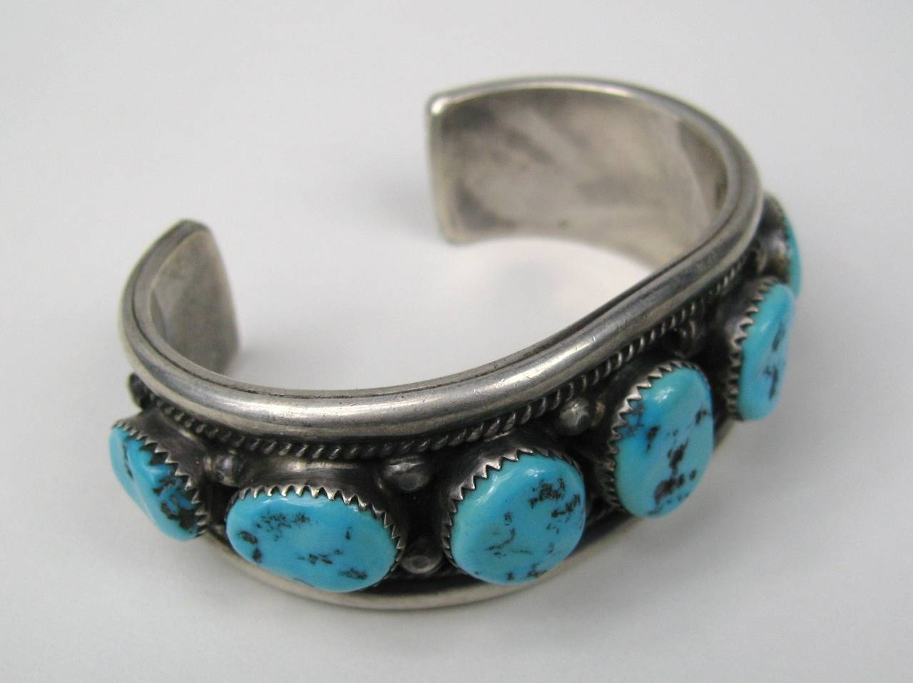 Sterling Silver Native American Navajo Turquoise Cuff Bracelet In Excellent Condition For Sale In Wallkill, NY