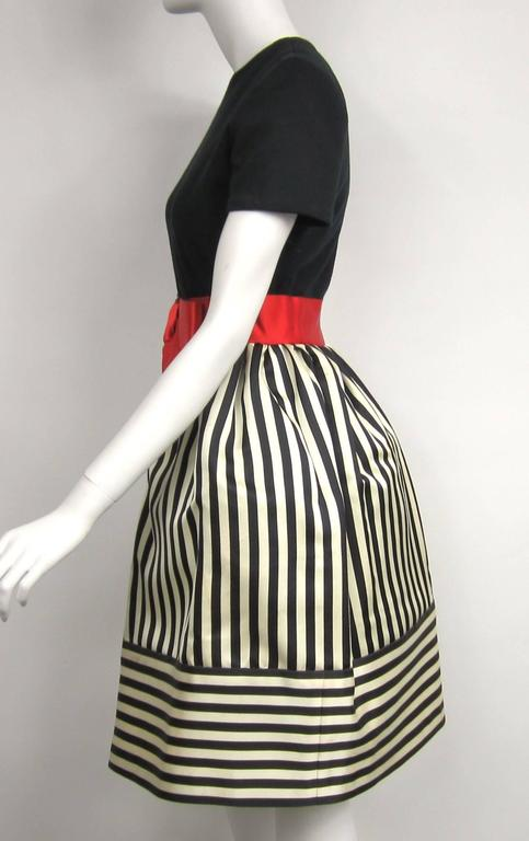Vintage 1980s Bill Blass Black & White red striped baby doll dress  In Excellent Condition For Sale In Wallkill, NY