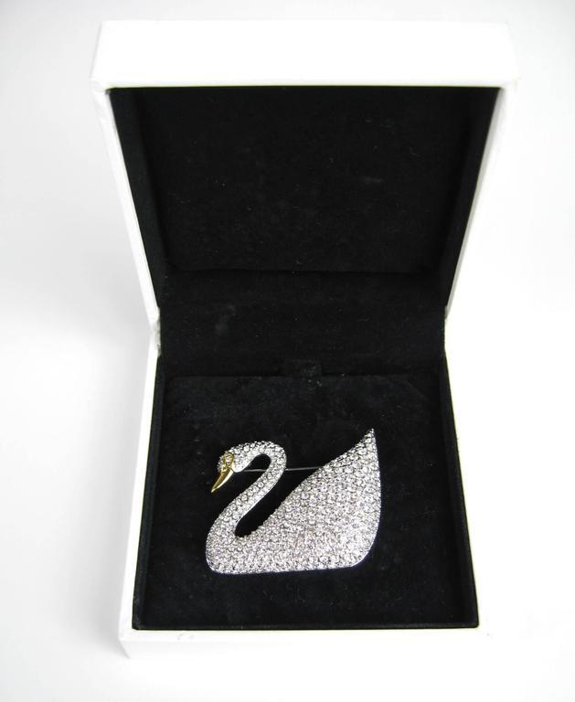 SWAROVSKI Crystal Iconic Swan Bug Brooch Pin Never Worn 2