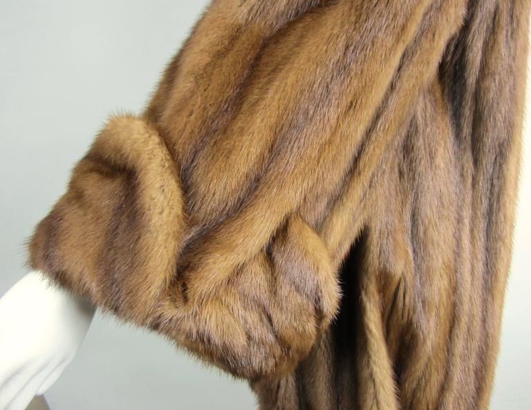 Luxurious Vintage Old Hollywood Swing Mink Fur Coat Wide Cuff In Excellent Condition In Wallkill, NY