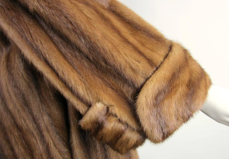 Women's Luxurious Vintage Old Hollywood Swing Mink Fur Coat Wide Cuff